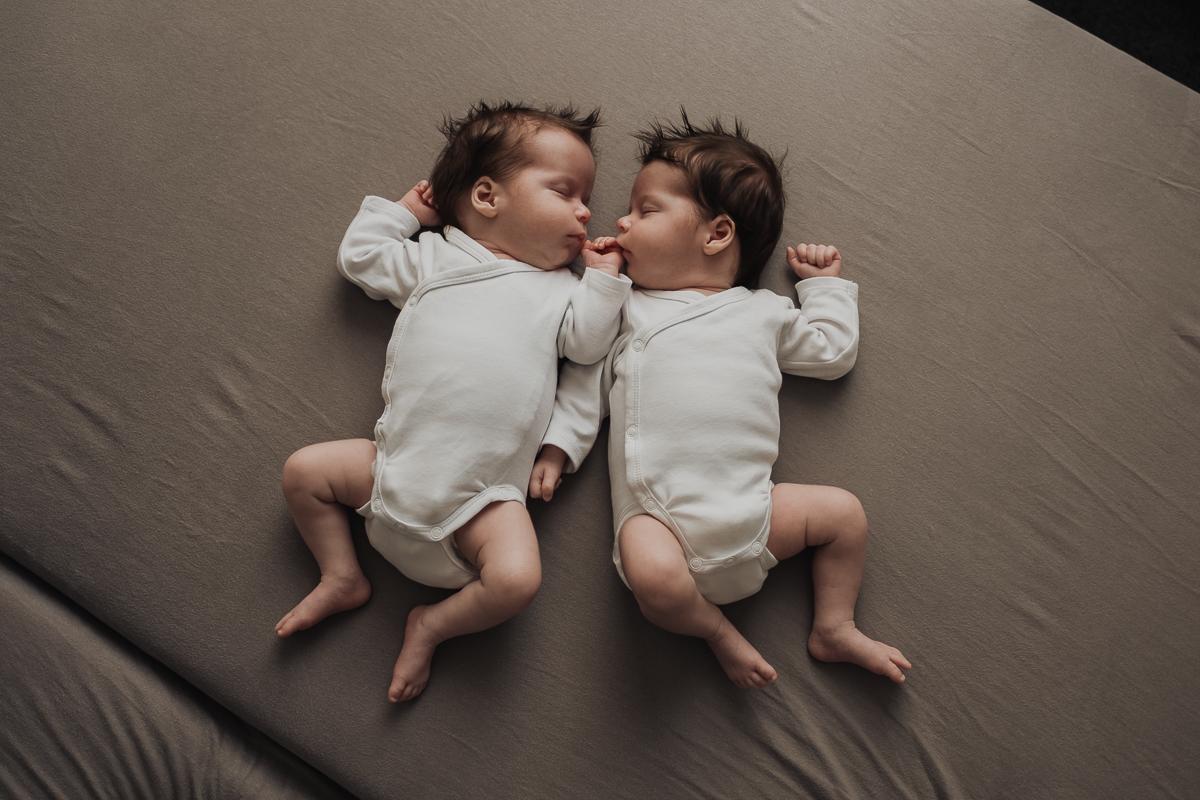 Newborn Baby Twins Family Session Zwillinge Neugeborene Familienfotografie